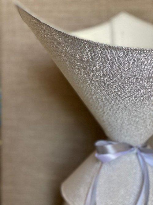 Треугольник вытянутый бело-серебристый